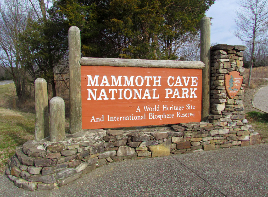 Mammoth Cave Kentucky welcome sign.
