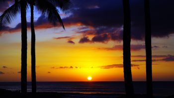 Free and cheap things to do in Oahu Hawaii - watch the sunset.