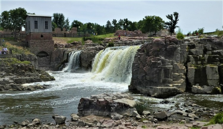 Visiting Falls Park is one of many free things to do in Sioux Falls, SD.