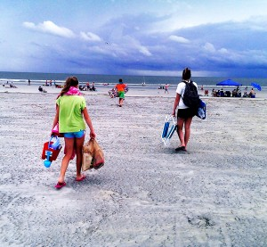 Folly Beach kids ocean water sand family siblings goodncrazy carissa rogers