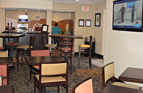Holiday Inn Express Suites Scottsdale Dining Area