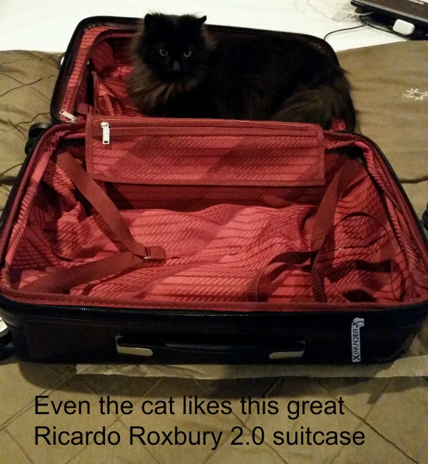 Even my cat light the lightweight carry on luggage from Ricardo.