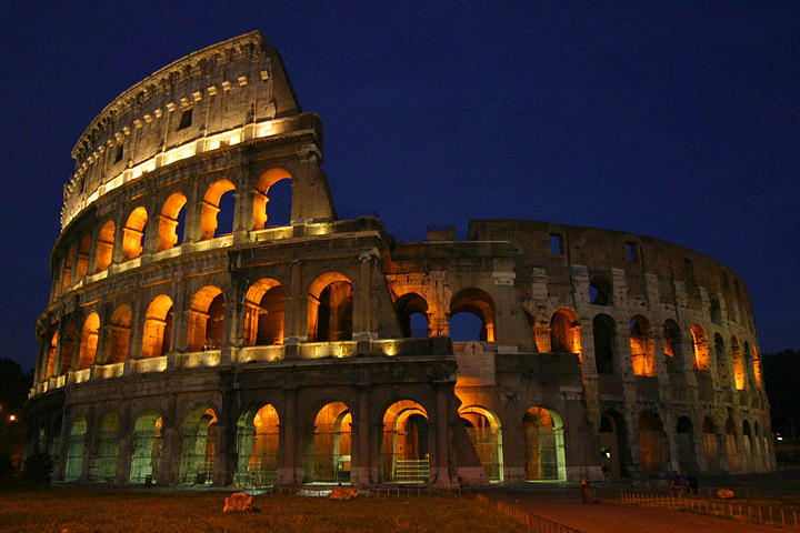 Rome Colosseum at night. By Aaron Logan via Wikimedia Commons
