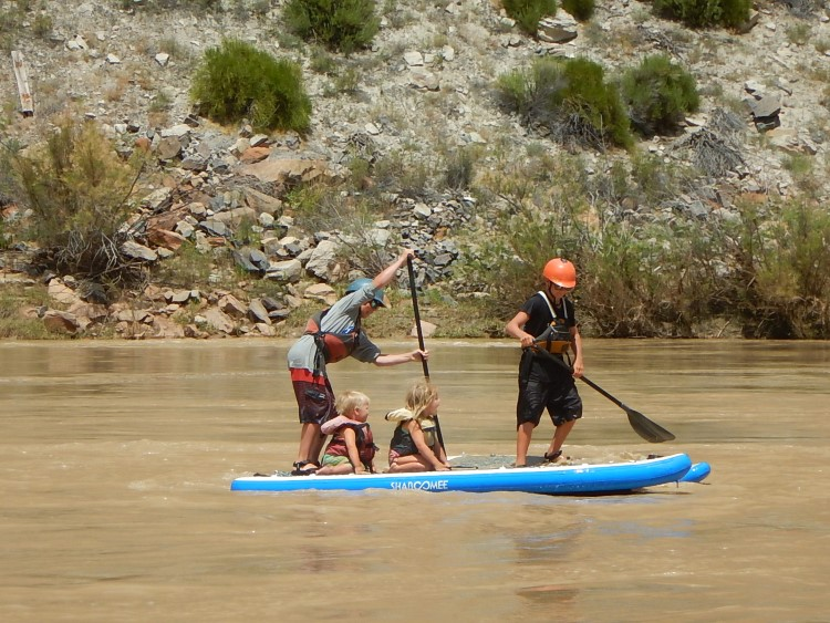 A fun family float down the Colorado River!