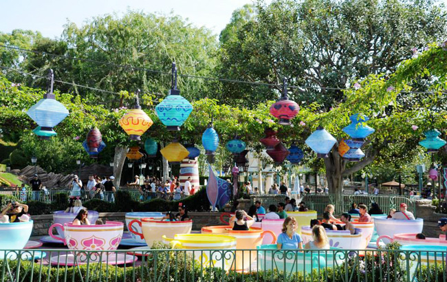Are you a fan of Walt Disney World and considering a Disneyland trip for the first time? These are the 14 Disneyland Tips Every Walt Disney Regular Needs to Know.