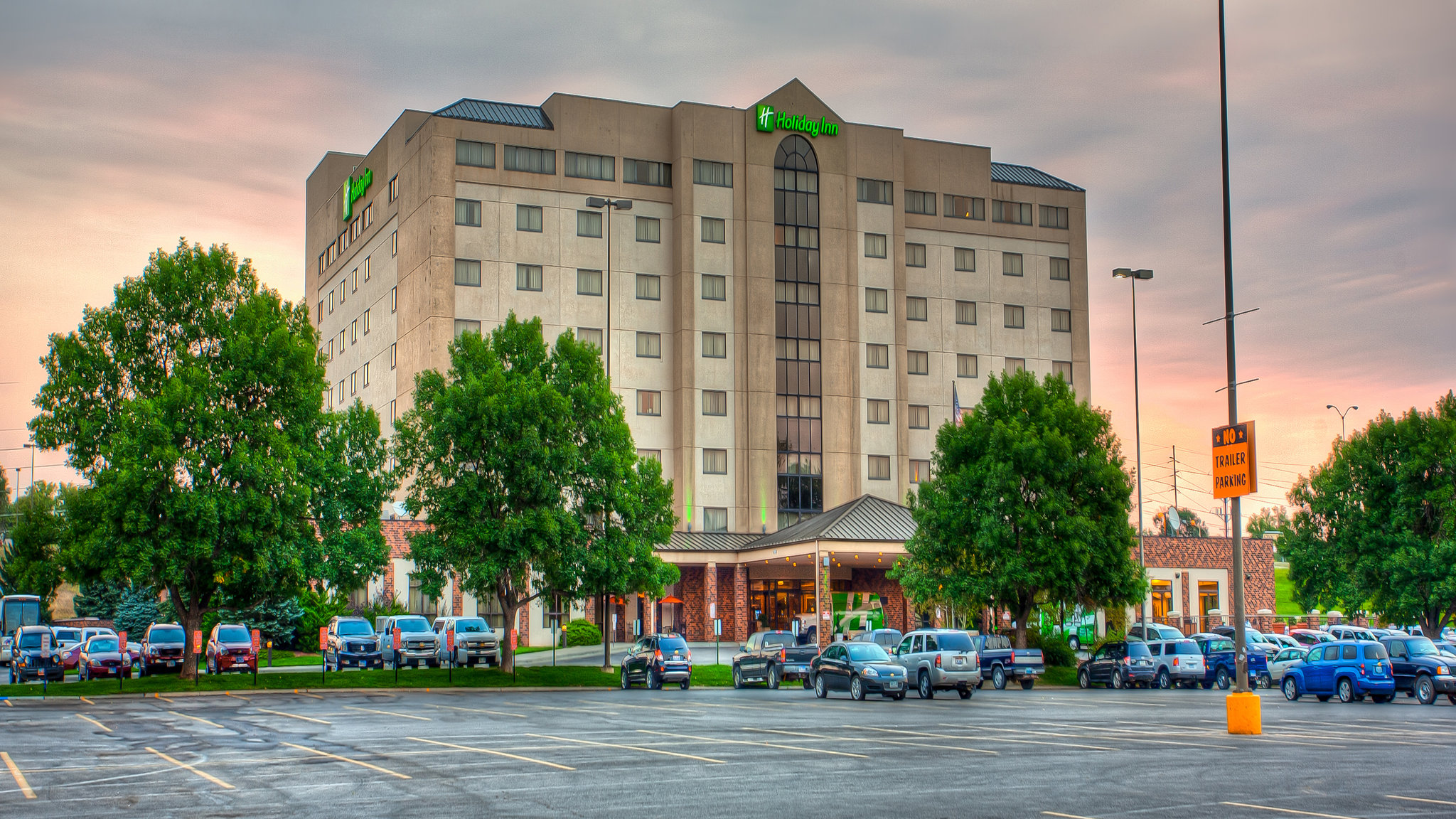 Sophisticated & Convenient – Holiday Inn Rushmore Plaza in Rapid City, SD