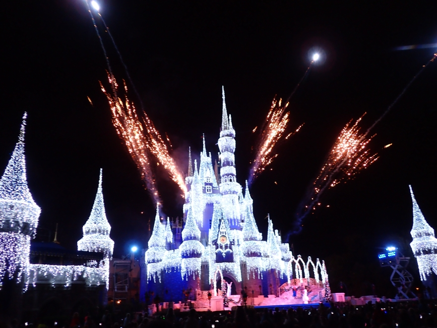 An Insider's Guide to Making the Most of Mickey's Very Merry Christmas Party!