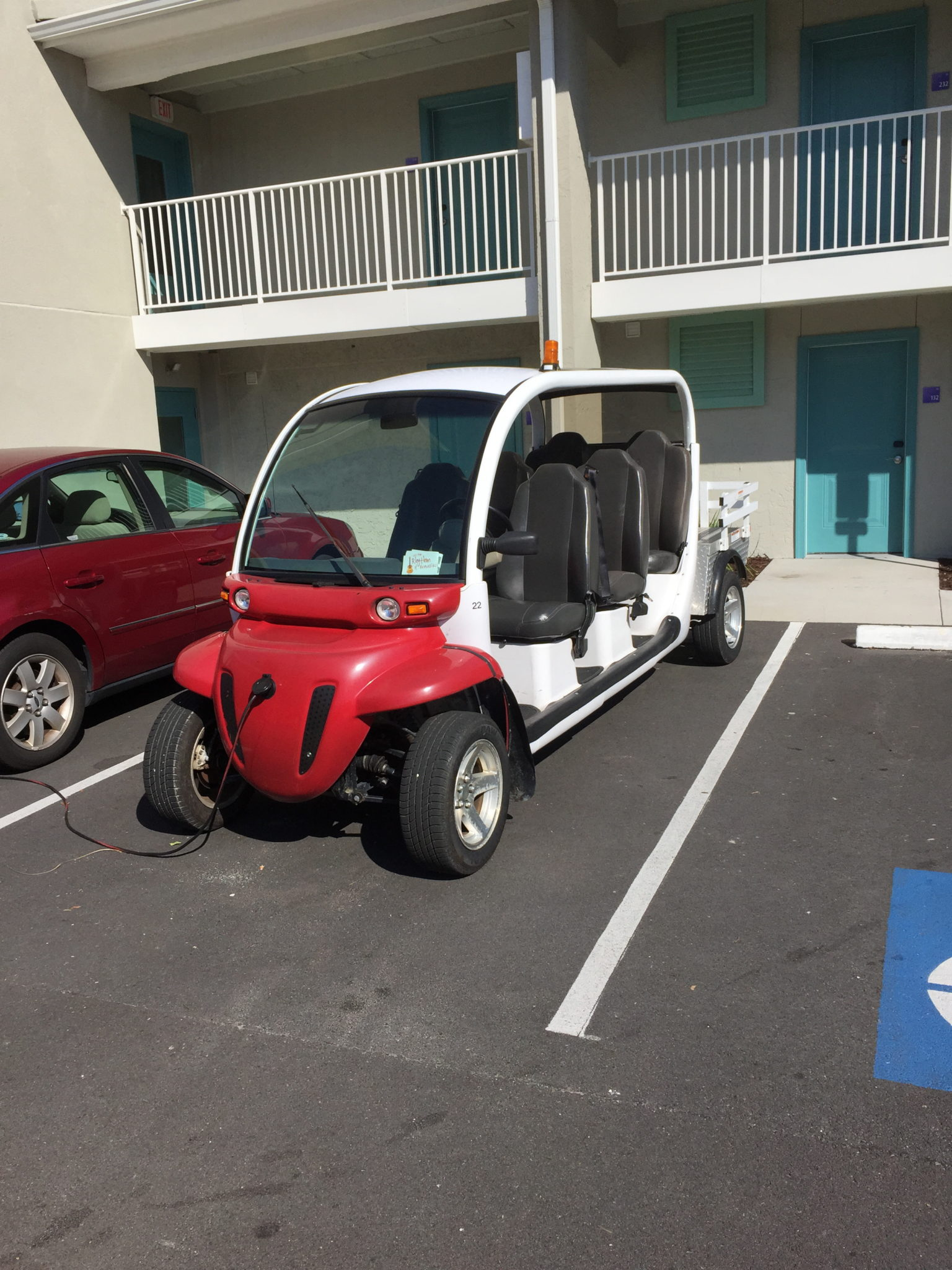 electric golf cart in front of Jekyll Island Holiday Inn