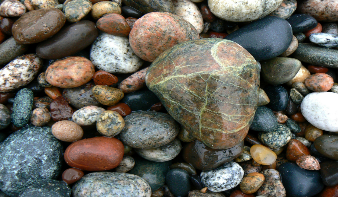 Lake Superior rocks Opt Outside