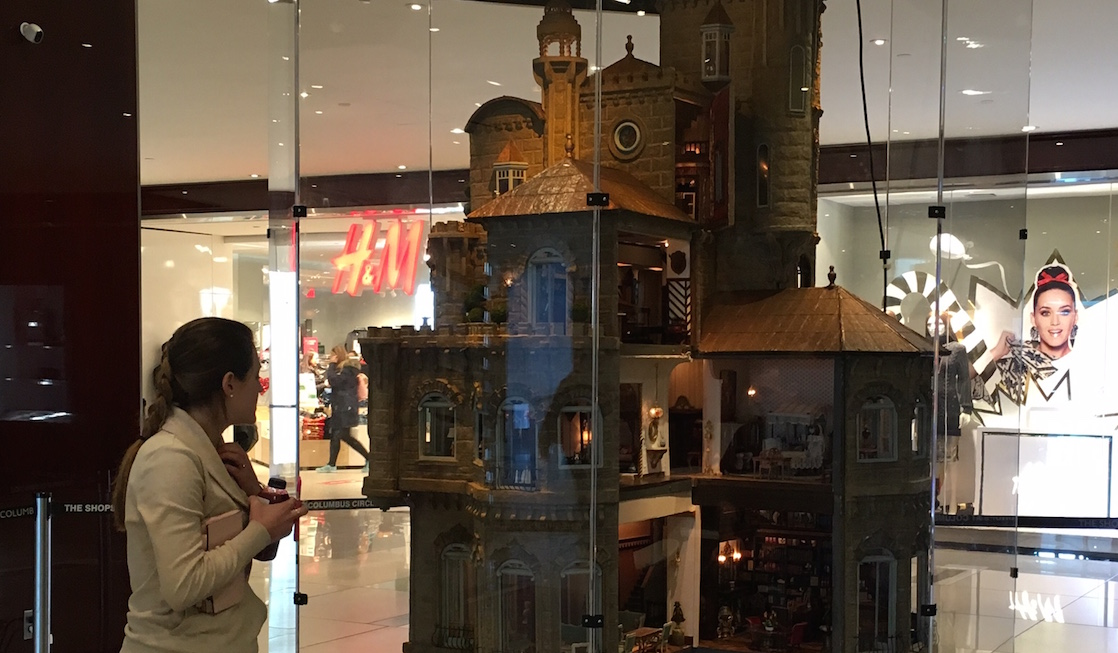 Dollhouse, Astolat Dollhouse Castle, Eden Pontz, Discovery Mom, Time Warner Center