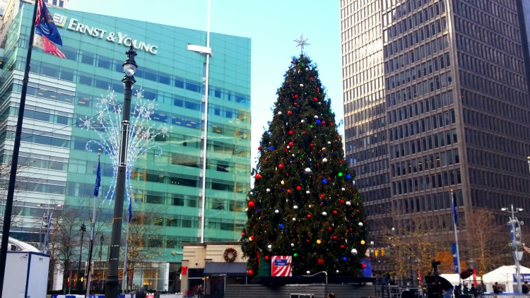 Detroit during the holidays. Photo by Mary Moore / Retro TravelingMom