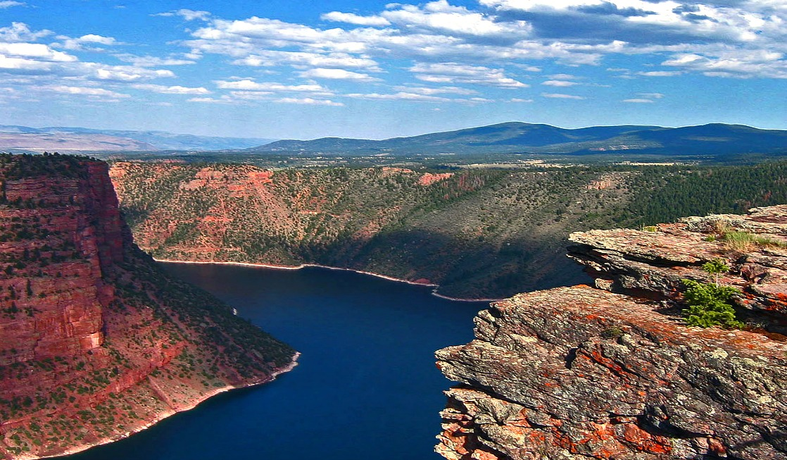 Flaming Gorge NRA, Red Canyon at sunset - photo by Yvonne Jasinski Credit Card Traveling Mom