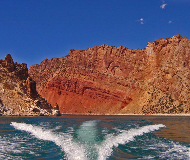 Flaming Gorge NRA, boating - photo by Yvonne Jasinski Credit Card Traveling Mom