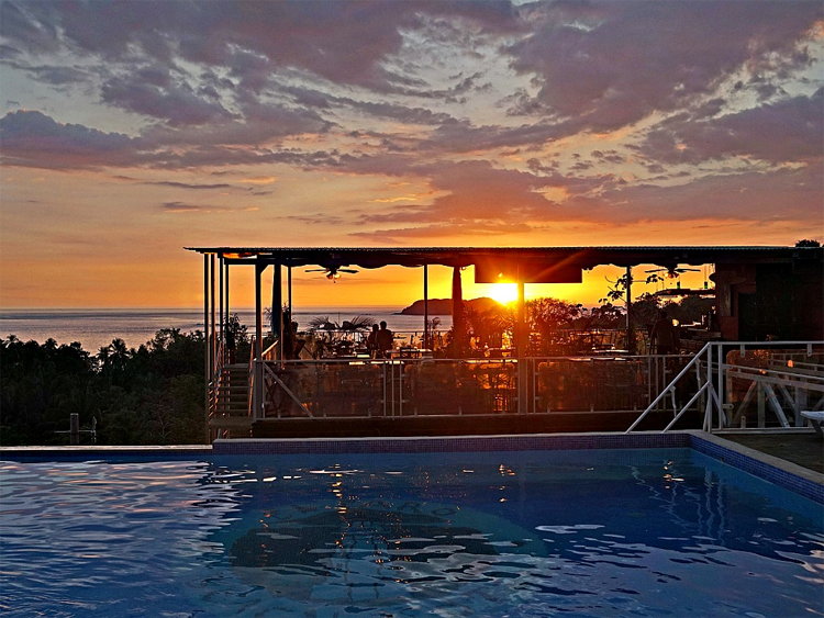 El Faro Beach Hotel Manuel Antonio Costa Rica - photo by Yvonne Jasinski Credit Card Traveling Mom