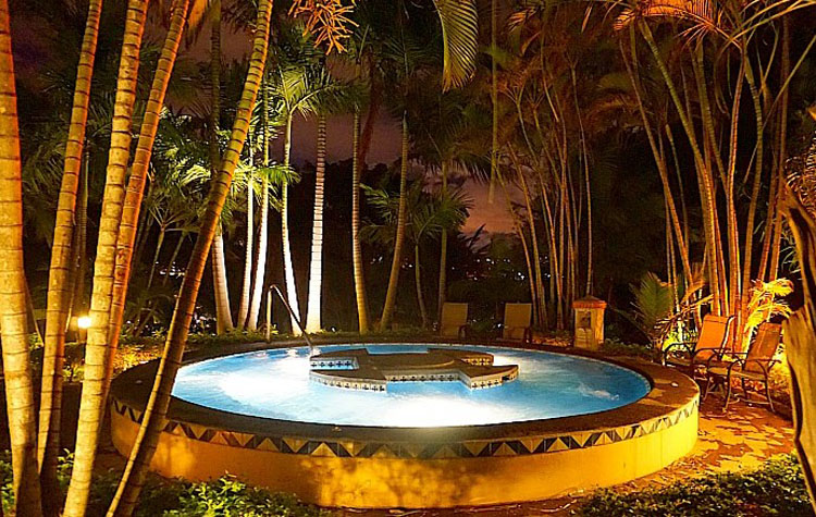 Huge hot tub at Costa Rica Marriott San Jose, photo by Yvonne Jasinski Credit Card Traveling Mom