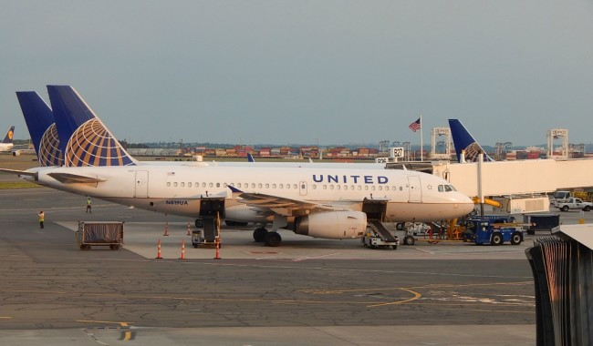 A few airline perks are back on United - complimentary snacks and early boarding for families are making air travel a little more comfortable.