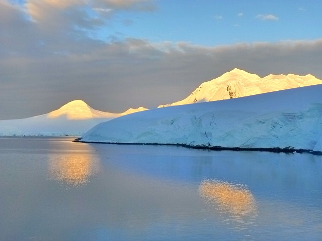 lindblad expeditions in Antarctica for a trip of a lifetime