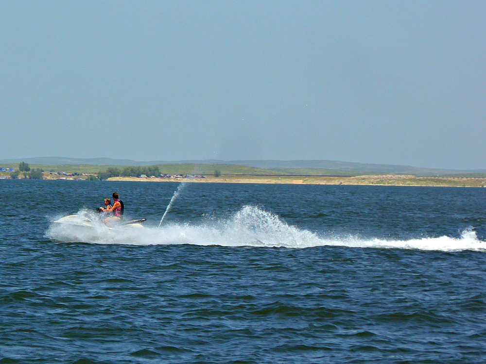 Bring your own or rent a boat or jet ski on your family friendly Lake McConaugh, Nebraksa, vacation.