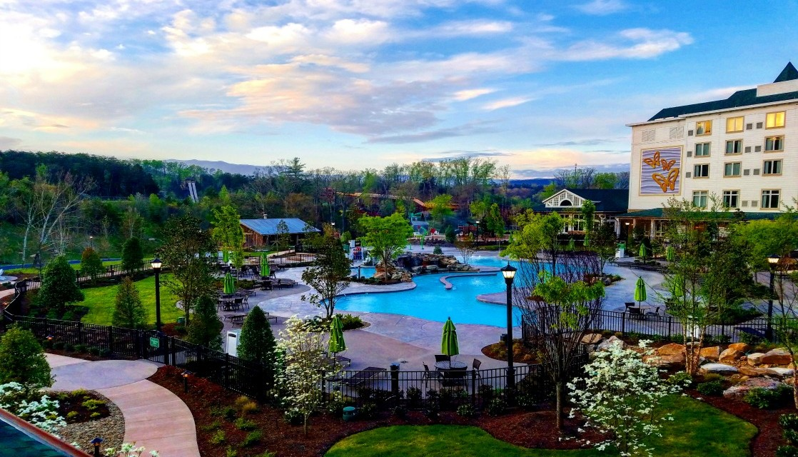7 Reasons to Stay at Dollywood Summer 2016
