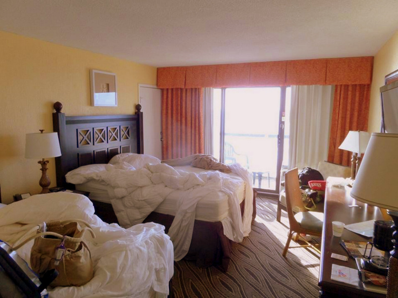How To Avoid A Messy Hotel Room Traveling Mom