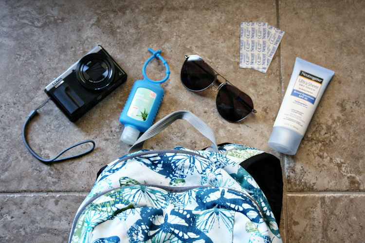 Taking off on a day trip but not sure what to bring with you? See our ultimate packing guide with tips on what to pack in your day trip bag. Includes a FREE printable checklist! #Travel #PackingList