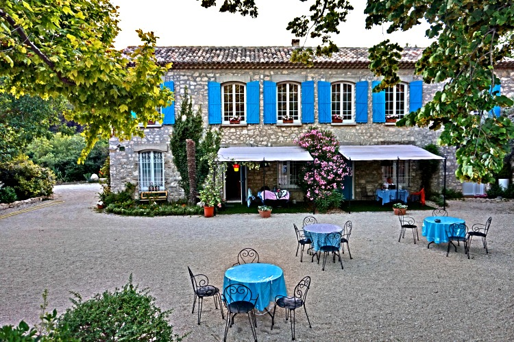 Lavender fields in Provence France - how to plan a trip. Hotel Bastide de Lazardiere, Provence