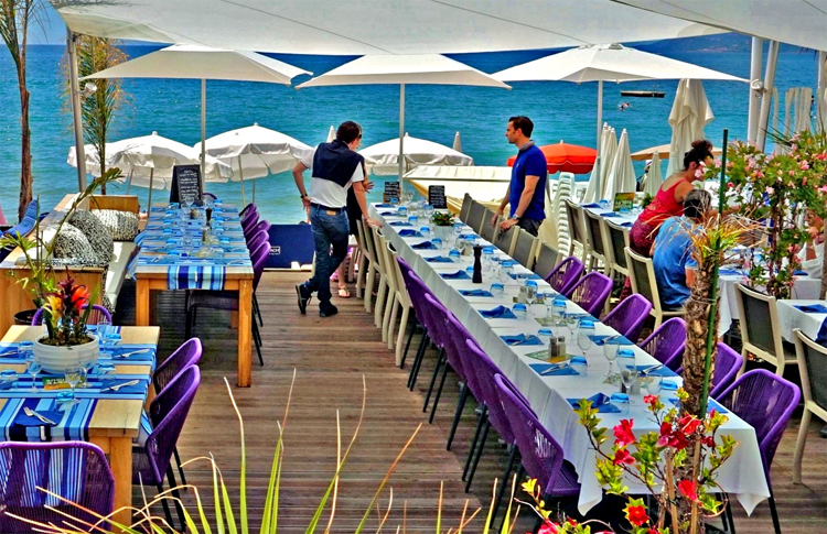 Beachfront restaurant in Cannes