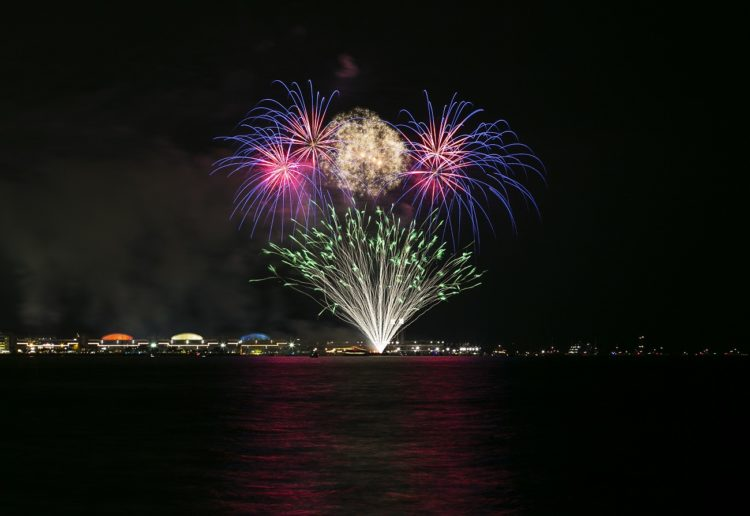 You can see free fireworks every Wednesday and Saturday night at Navy Pier.