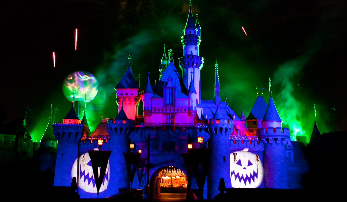 Guide to Mickey's Halloween Party Disneyland Castle During Mickey's Halloween Party