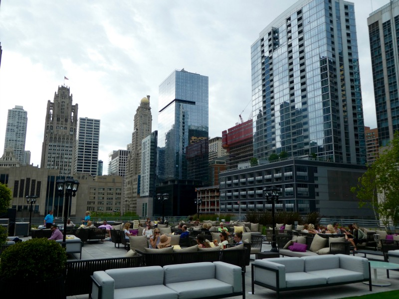Loews Chicago Streeterville Social-Traveling Mom