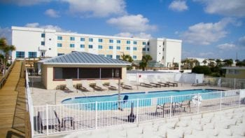The Courtyard Marriott Fort Walton is the perfect hotel for a summer family getaway with no minimum night stays.