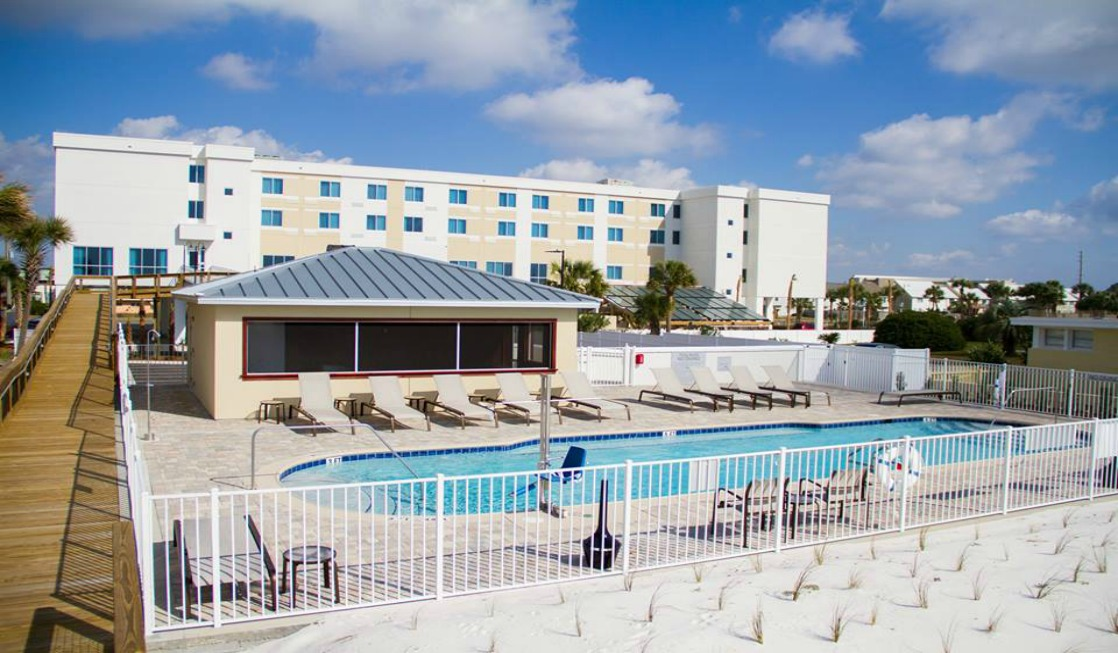 The Courtyard Marriott Fort Walton Beach is the perfect hotel for a summer family getaway with no minimum night stays.
