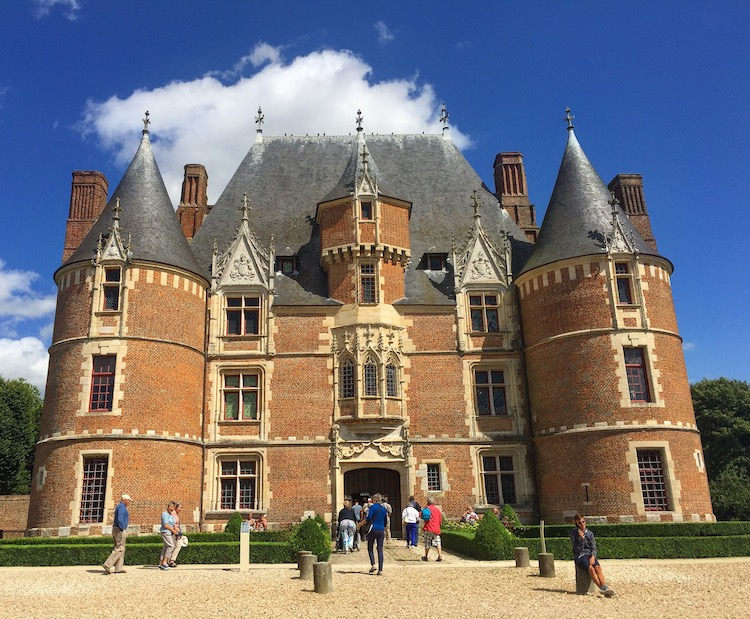 Excursion from a France river cruise to a chateau