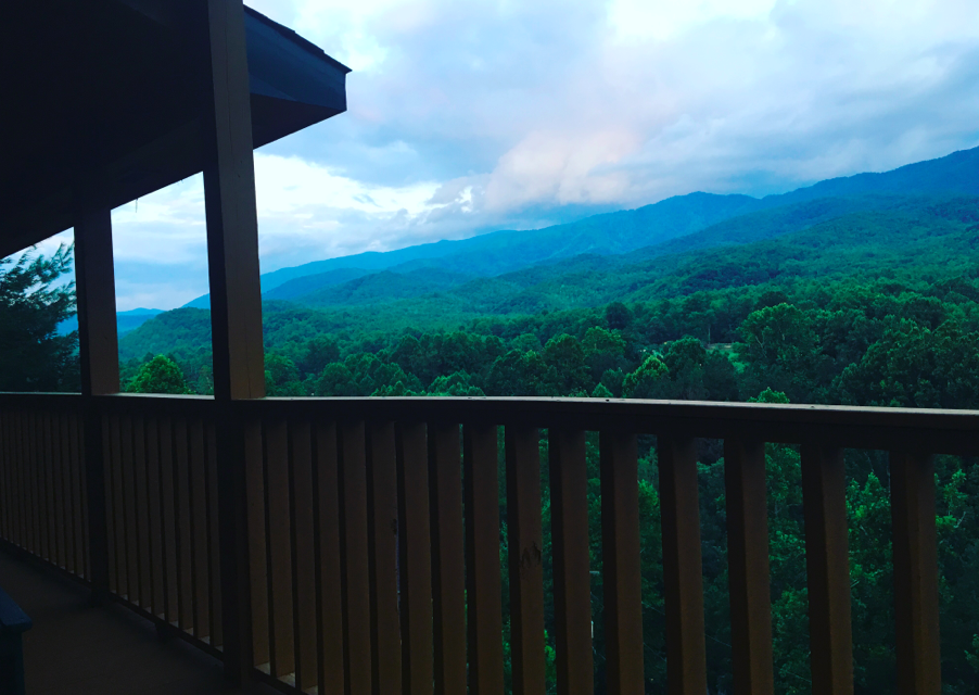 How to Host a Magnificent Multi-Family Getaway Near Great Smoky Mountains National Park