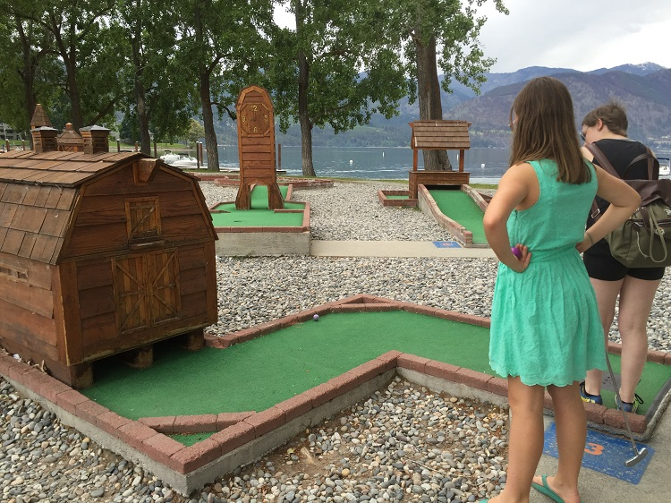 Miniature golf on the Lake Chelan waterfront at Wapato Point Resort. Photo credit: Deb Steenhagen / TravelingMom with Daughters