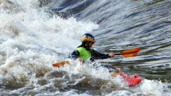 iowa-whitewater-park-hannah-crushing-waves-in-her-kayak
