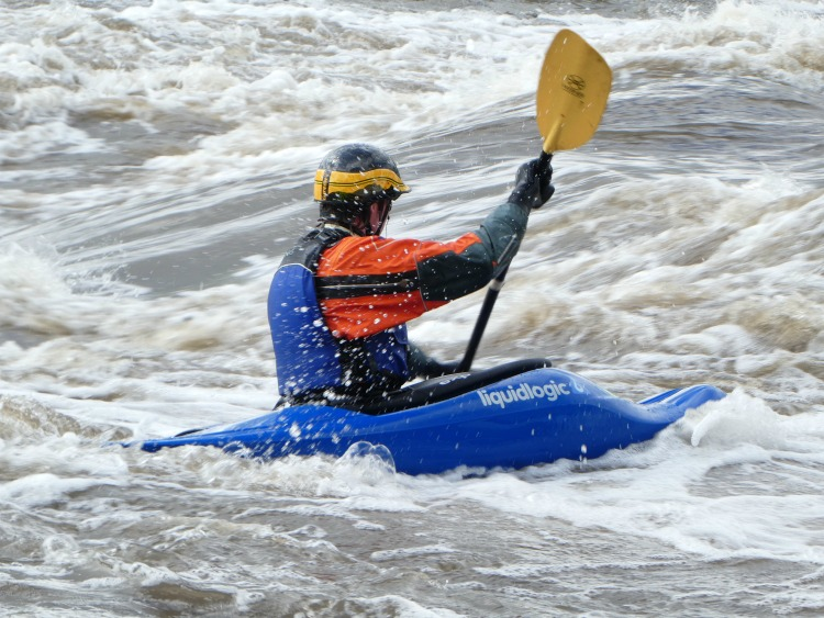 iowa-whitewater-park-playboat-kayaker