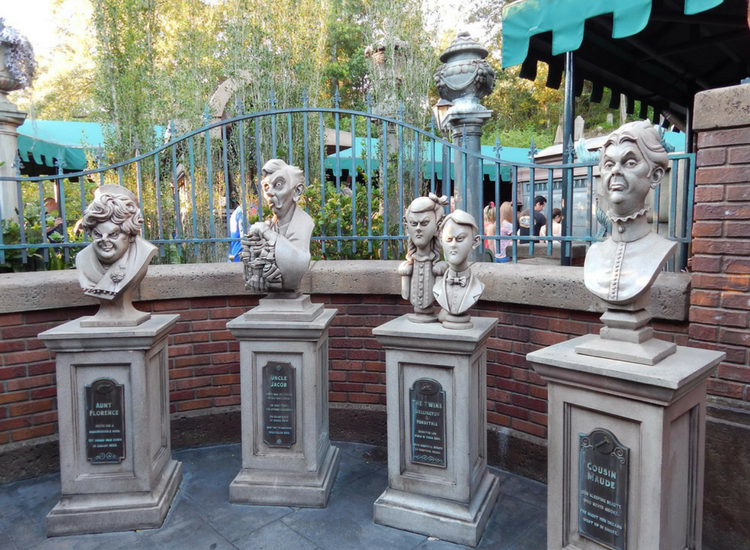 Queue for The Haunted Mansion