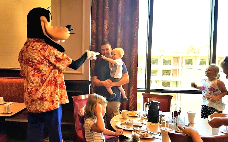 Character Breakfast at Wyndham Lake Buena Vista