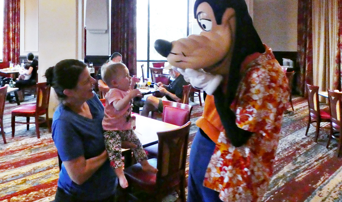 Walt Disney World Character Dining That S Half The Cost