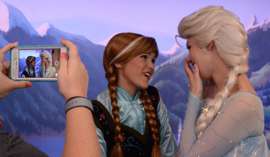 Where to find anna and elsa at disney world travelingmom m4hsunfo