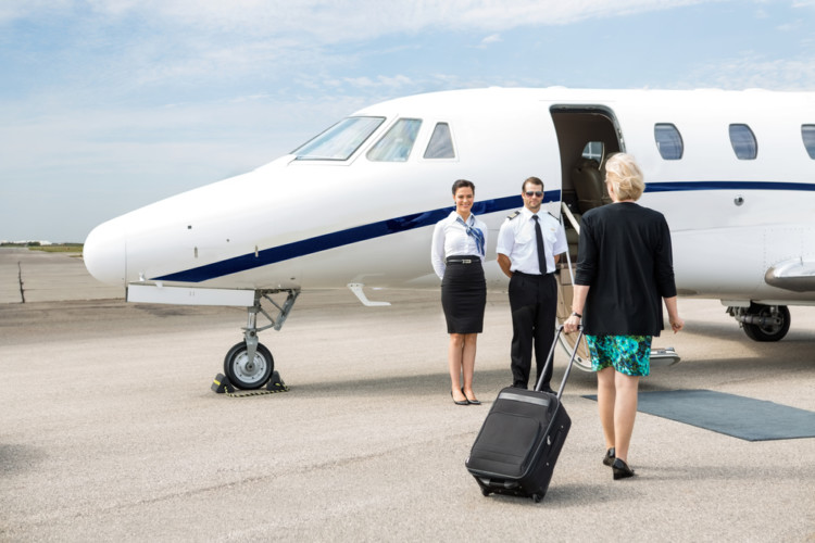 what are the advantages to flying by private jet