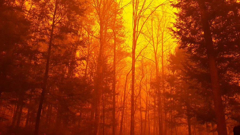 Gatlinburg TN area wildfires threaten Great Smoky Mountains National Park and Dollywood theme park.