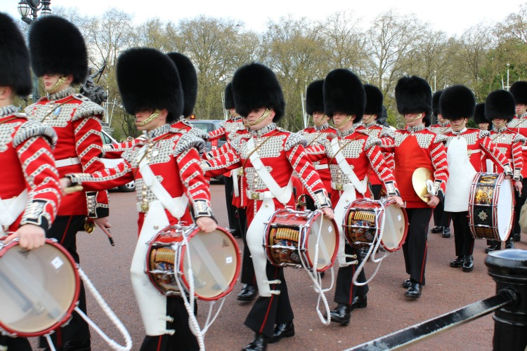 easy tips for getting around London Changing of the guard