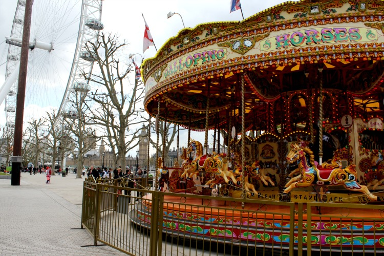easy tips for getting around London carousel