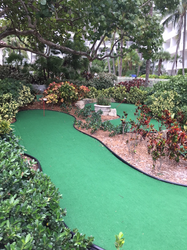 Did someone say free? Keep kids busy paling mini golf at the Lago Mar
