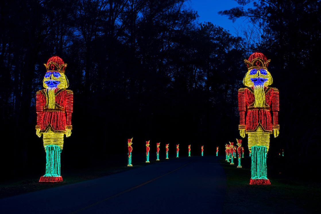 Holiday light displays in the southeast us travelingmom for Bellingrath gardens christmas lights 2016
