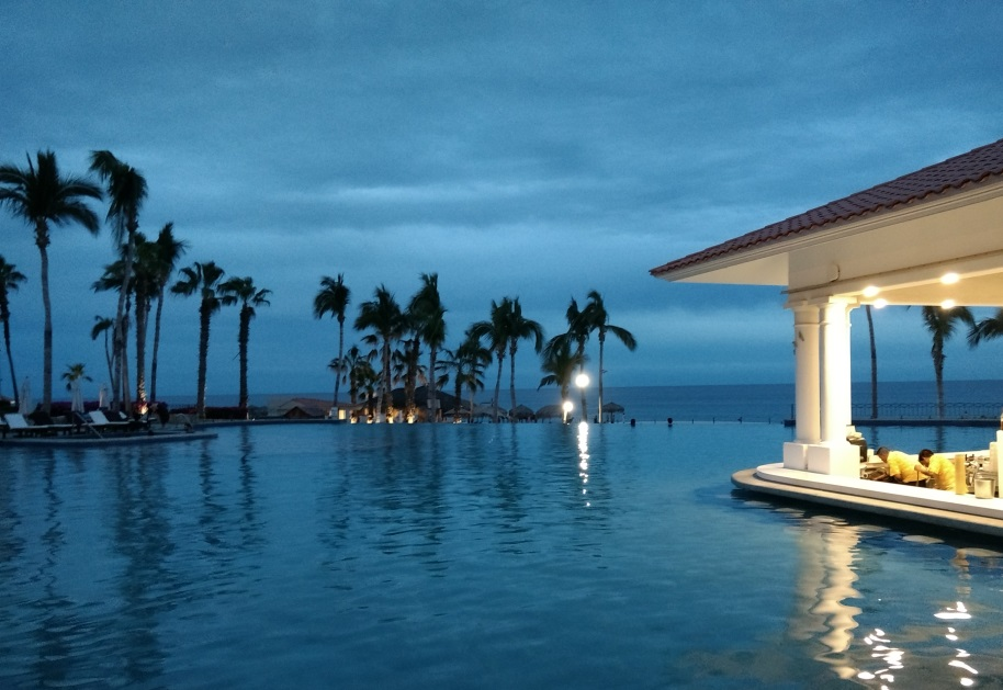 Winter is the perfect time to escape to somewhere warm, and Dreams Los Cabos all-inclusive beach resort is the ideal destination. Find out why!