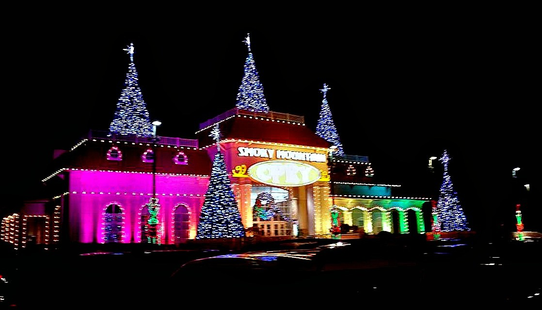 holiday fun in tennessees great smoky mountains with fire updates - When Does Gatlinburg Decorate For Christmas