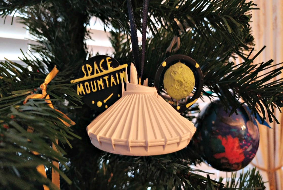 Start a new Christmas tradition with your family and collect Christmas ornaments as souvenirs! Learn how to relive your travel memories every December.